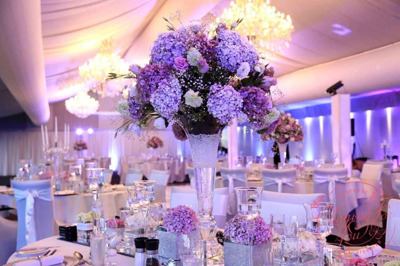 Украшение свадебного цветами стола